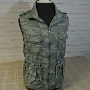 NEW! NWT Maurices Sz. SMALL Women Camo Zip Vest